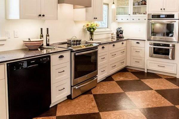 Пробковое напольное покрытие на кухне интерьер