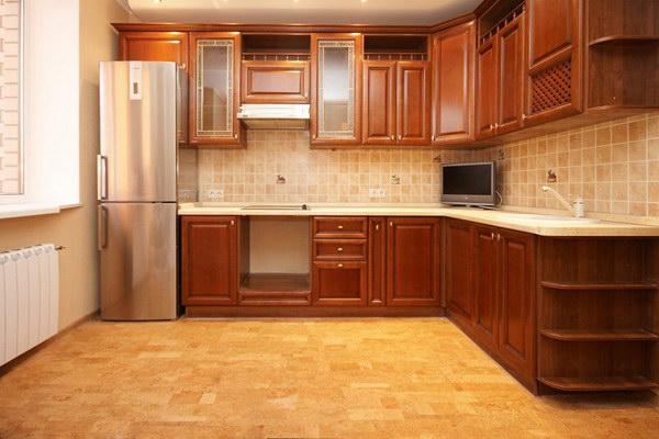 Пробковый пол в интерьере кухни