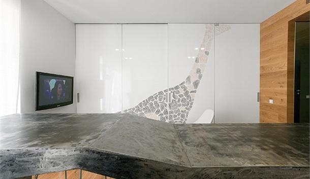 Промэстетика в московской квартире от Петра Зайцева: дерево, металл и много света