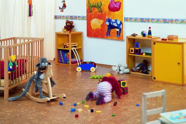 Напольная пробка в детской комнате