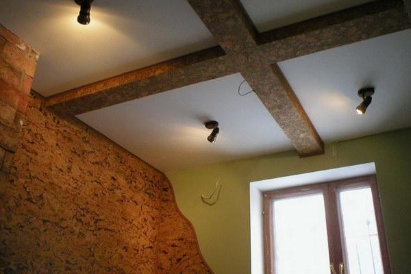 Пробковые плиты для потолка в интерьере
