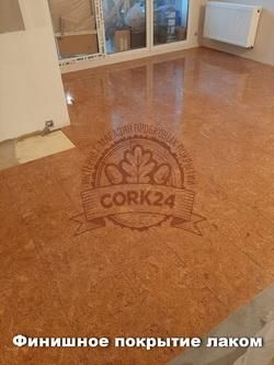 Укладка клеевой пробки Corkstyle Madeira в жилом помещении - фото 1
