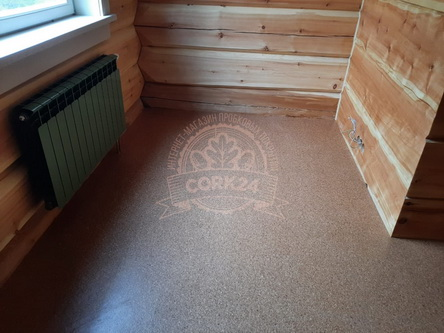Укладка клеевой пробки Corkstyle Mono в деревянном доме - фото 1