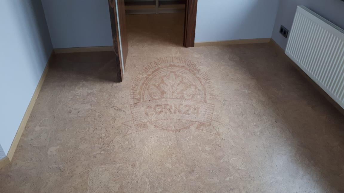 Пробковый пол Corkstyle Madeira Sand в квартире - фото 2