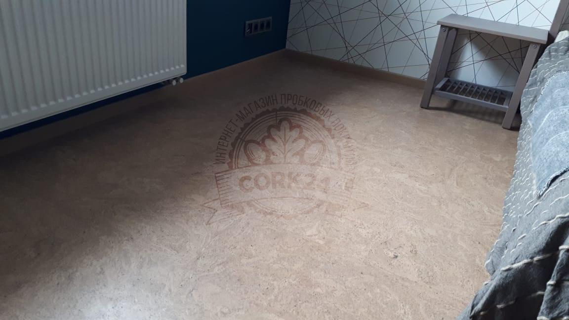 Пробковый пол Corkstyle Madeira Sand в квартире - фото 3